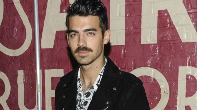 Joe Jonas Talks With 'Mic' about Trave, Vacationing and More!