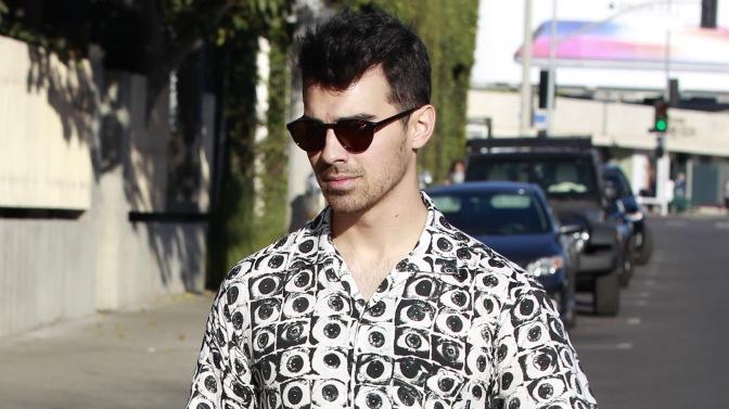 Joe Jonas Out In West Hollywood!