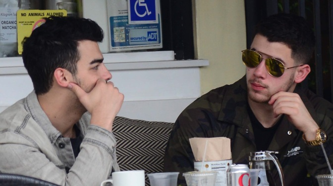 Joe Jonas and Nick Jonas Out To Lunch In Studio City!