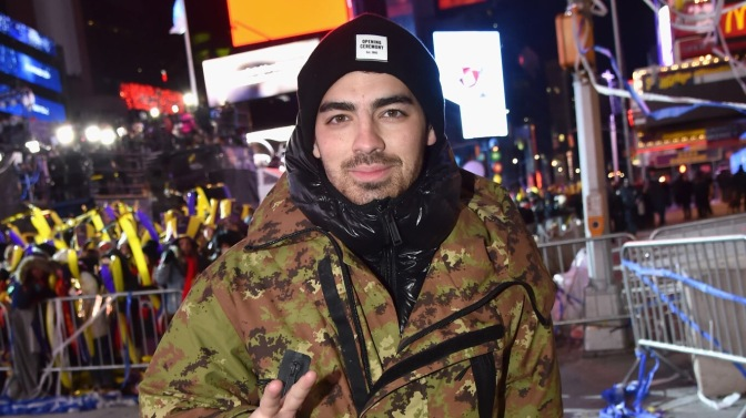 Joe Jonas Rings In The New Year In Time Square!