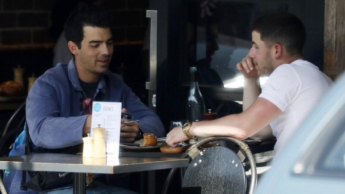 Joe and Nick Jonas Spotted out to Lunch in Sydney