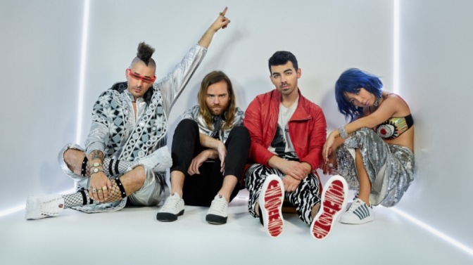 Joe Jonas Talks With WWD About K-Swiss, Sophie Turner and Coaching on The Voice!