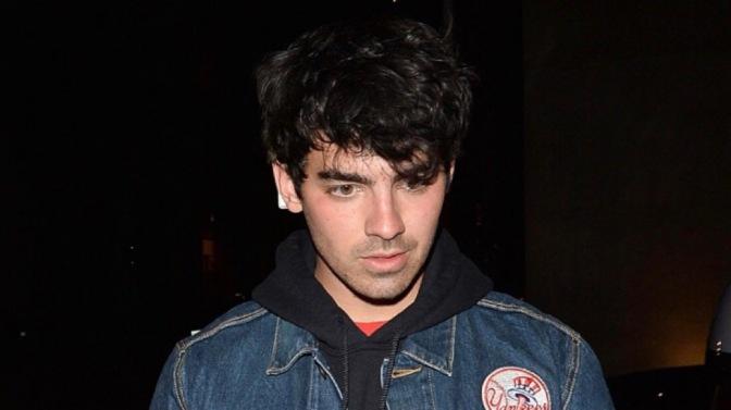 Joe Jonas Spotted Arriving at Craig's Resturant