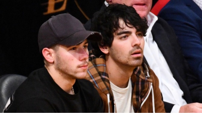 Joe and Nick Jonas Attend Los Angeles Lakers Game